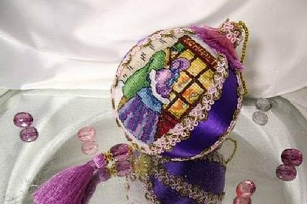 шарик с вышивкой