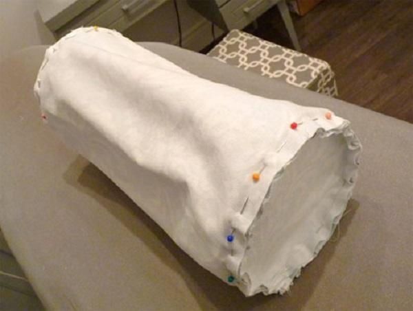 как сшить подушку валик