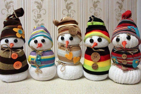 снеговички из носка
