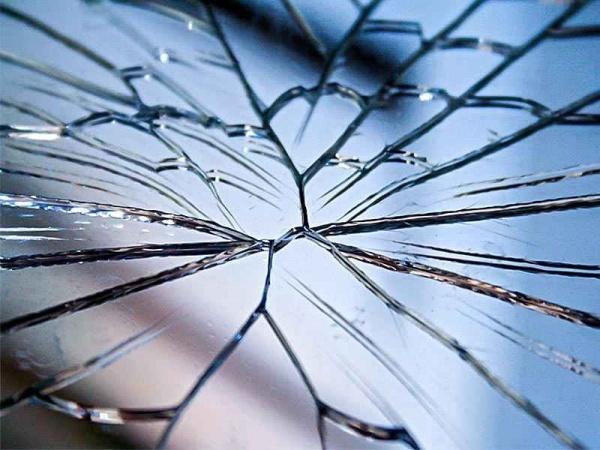 знакомый разбил зеркало примета