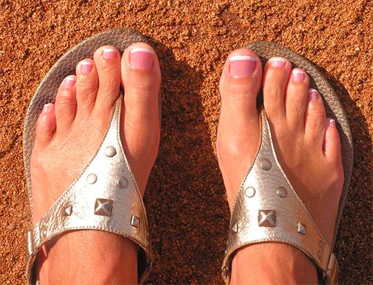Ногти на руках и ногах одним цветом