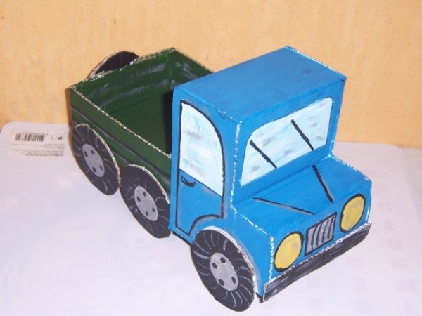 Трактор из коробок