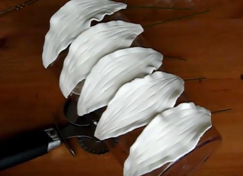 Цветы из мастики без специальных инструментов