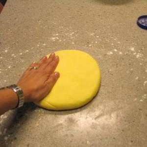 Как покрыть торт мастикой