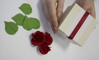 Роза из холодного фарфора: мастер-класс
