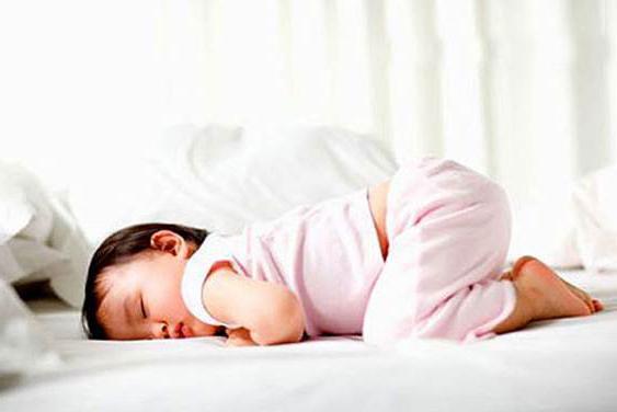малыш спит на животе