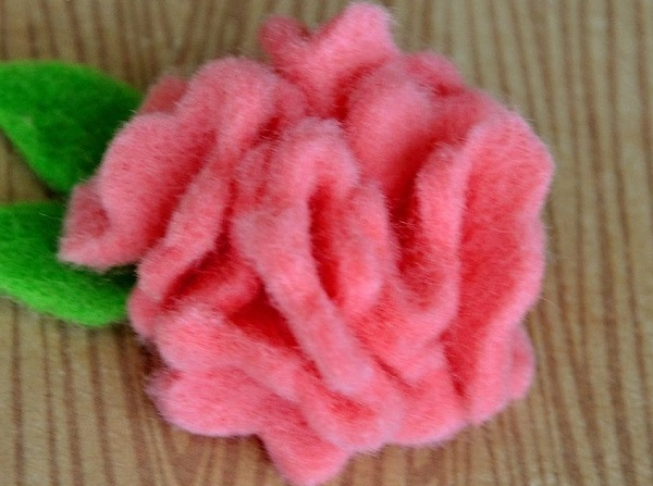 роза брошь из фетра