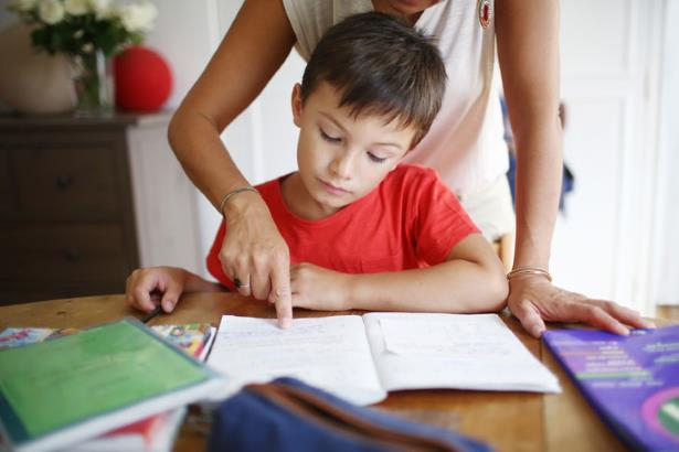 учить уроки с ребенком