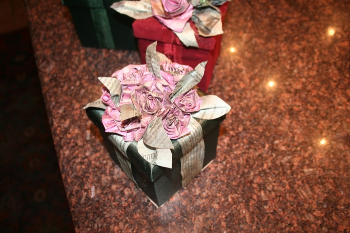 цветок из рваной газеты
