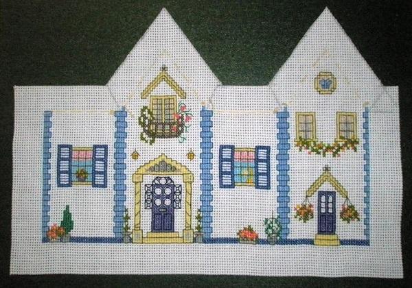 вышитые крестом домики