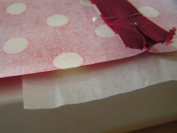 бумага под тканью