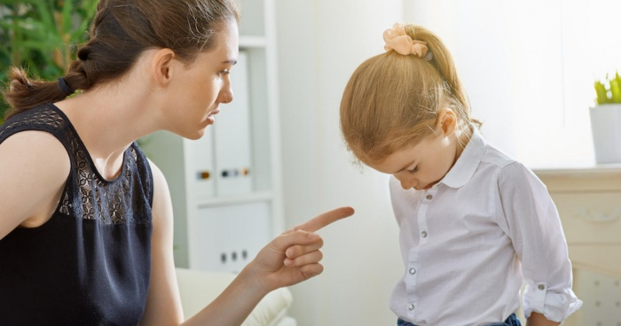 можно ли ругаться на ребенка