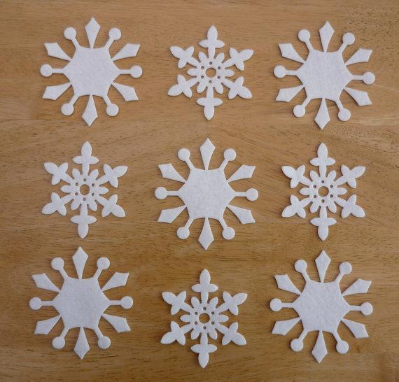 Как изготовить снежинки на елку
