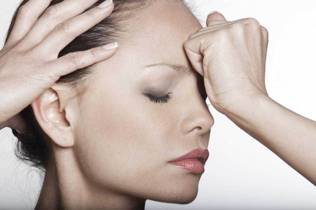 Боль во лбу над переносицей
