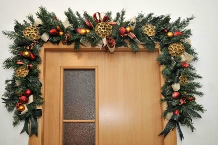 Украшение двери к Новому Году- как украсить входную дверь-