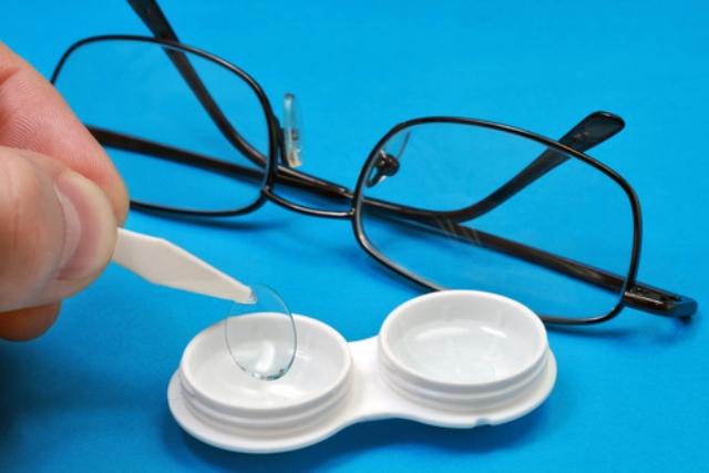 очки или линзы