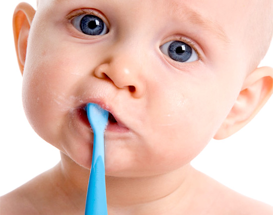 чистка первых зубов