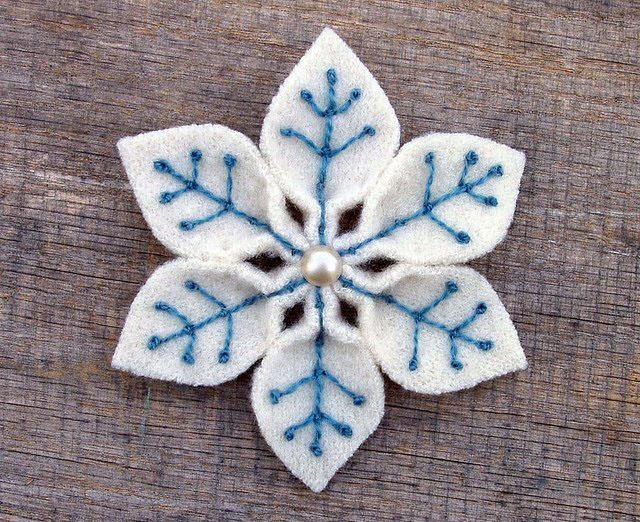 голубая снежинка